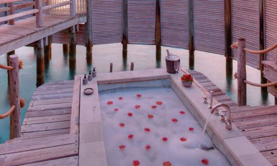 Gili-lankanfushi-The-Private-Reserve-Outdoor-Romantic-Bath